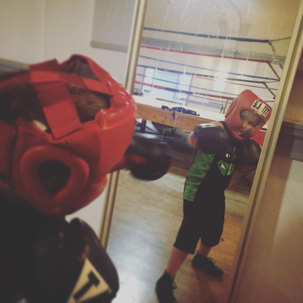 kid-mirror.jpg