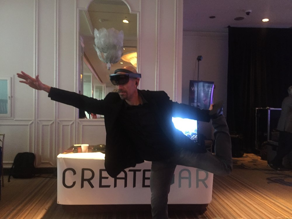 """#1 Marketer in the World"", Joe Polish demonstrates the mobility of Augmented Reality."
