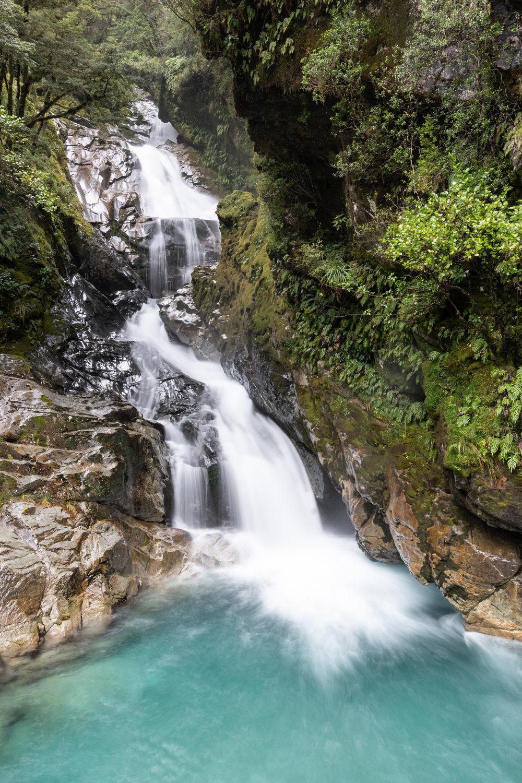 WaterfallGlaciar-8500693.jpg