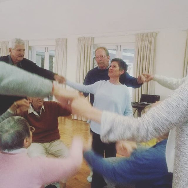 Passing the pulse in the pretzel shape I learnt in New York. Seated dancers stay seated and we form a pretzel shape. What an awesome class #constantia #christchurch #parkinsonsdance #anyonewelcome