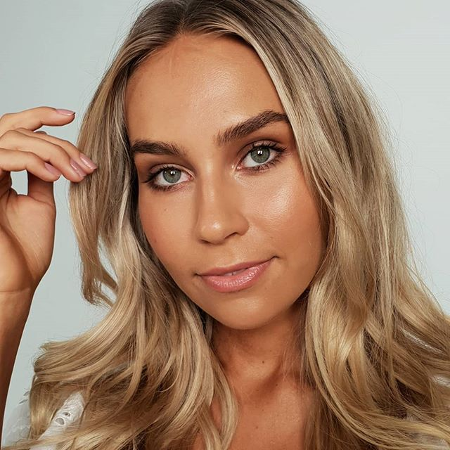 Got to make up this gorgeous lady 2 times this week! 😍 @ella.van.seters you're making my job too easy! . . . #goldcoastmua #goldcoastmakeupartist #qldmakeupartist #mua #glow #brows #bronzemakeup #naturalbeauty #fenty #armanibeauty #paintpot #beauty #photoshoot #behindthescenes #hairandmakeup #fentyglossbomb #inbeautmag #brisbanemua #byronmua #kohgendo #skincare #skinprep #maccosmeticsaustralia #theartistedit #meccabeautyjunkie #billabong #billabongwomens