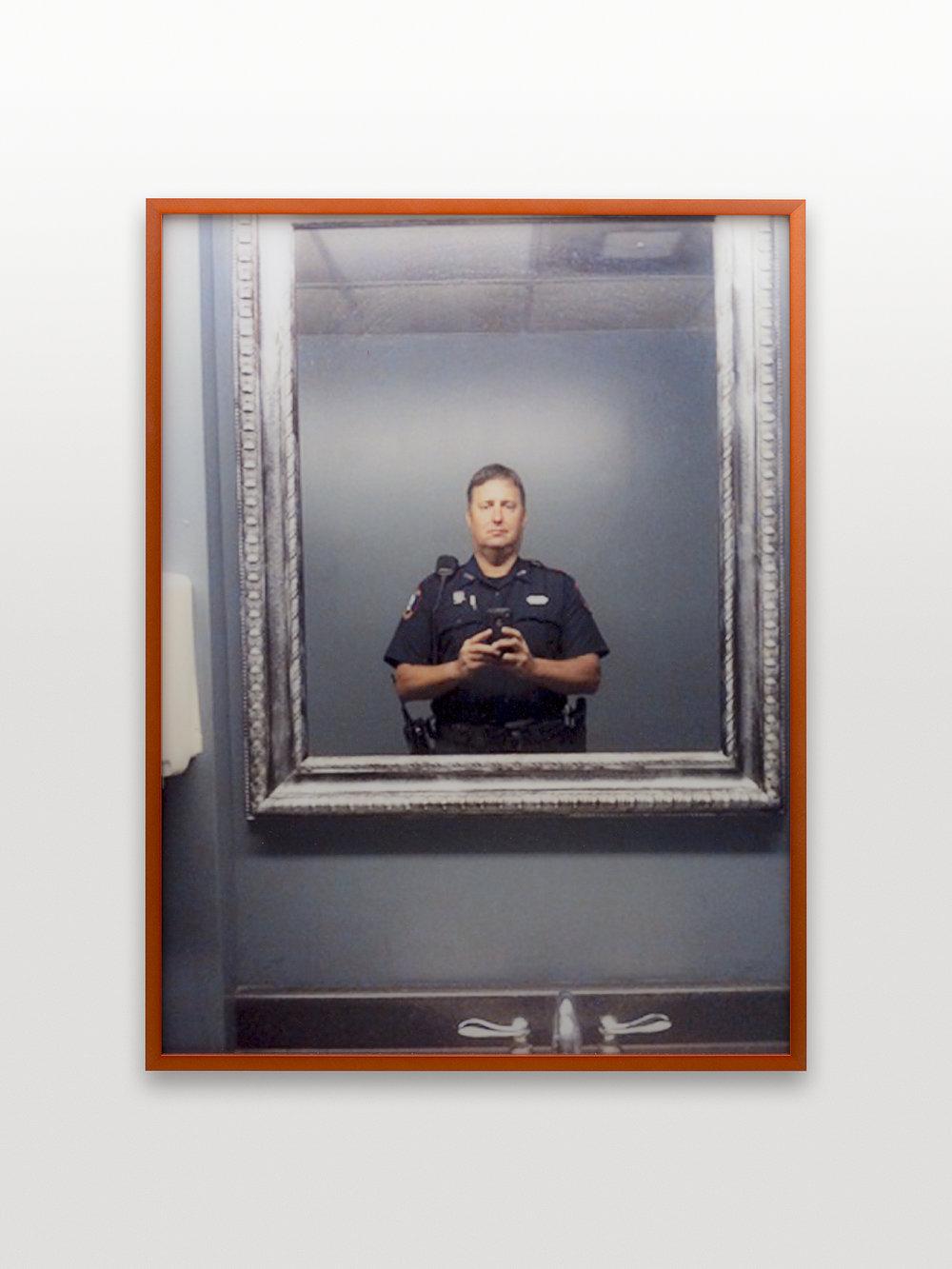 1. xtxp8.jpg (cop selfie)