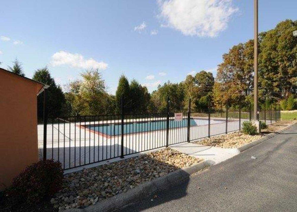 PoolCourtyard1.jpg