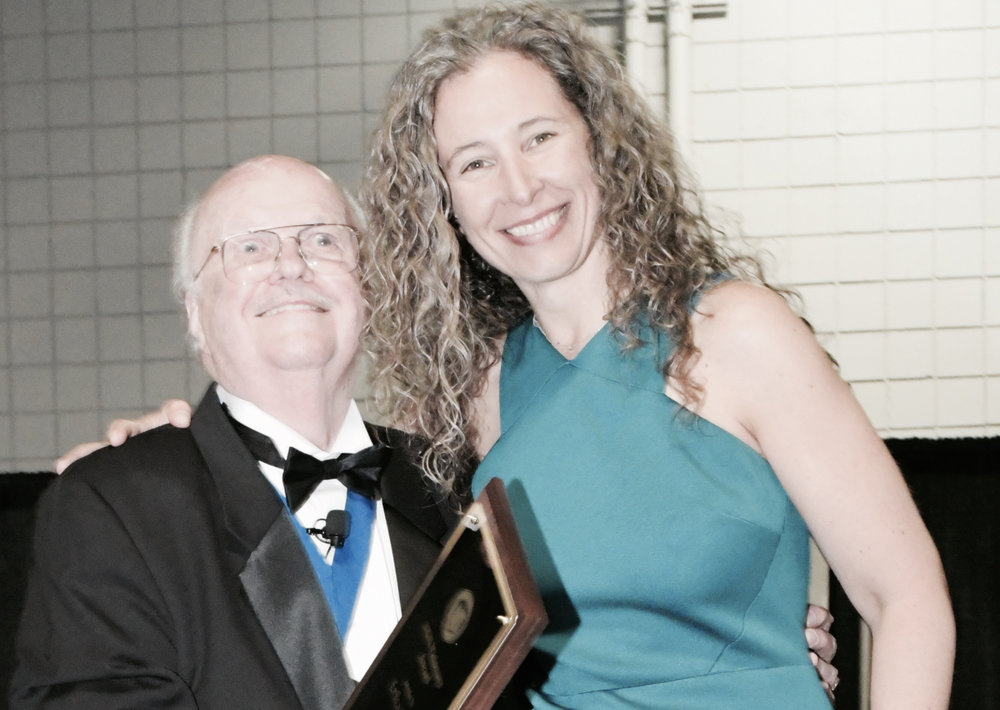 Erika Flint is Awarded the Visionary Award for 2017 from the National Guild of Hypnotists