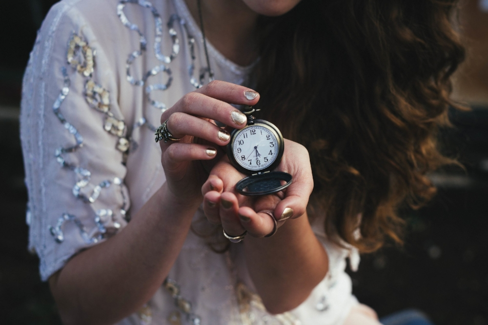 Tick Tock | Photo by Rachael Crowe (Unsplash)