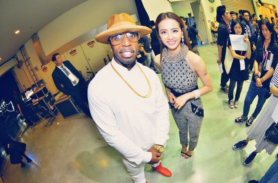 Famous and Jolin Tsai backstage at the GMA | Provided by Ashton Bishop