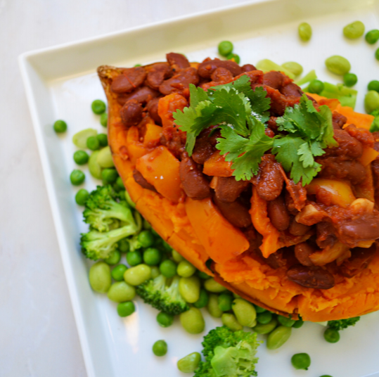 Vegan Chilli Baked Sweet Potato | Photo by @theamyaffect