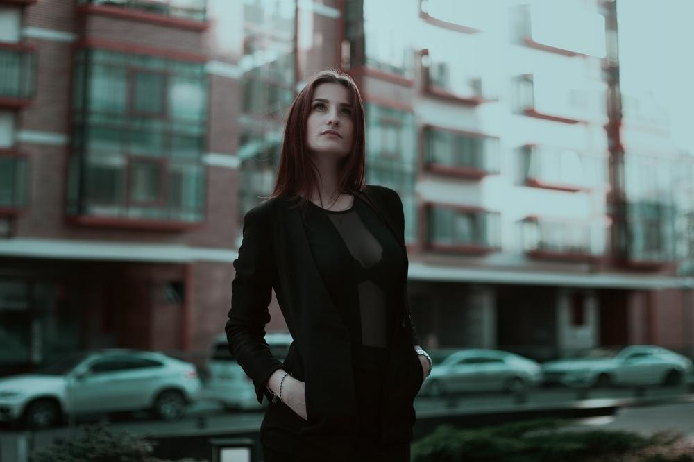 business-lady-Khusen Rustamov-pixabay.jpg