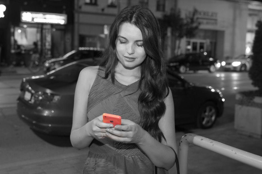 Bianca Teixeira sending a text | Photo by Mike Reid