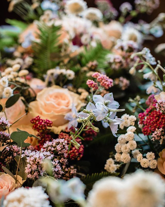 Fleurs for dayssss 🌺🌿🌹🌱💐🌷 • @labellumflowers 📷: @notariusphotography