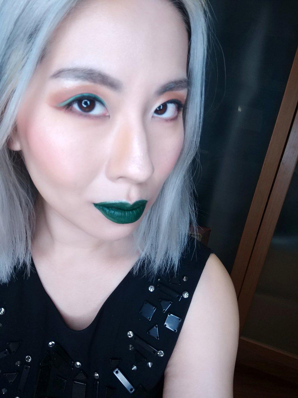 擦上綠色就會忍不住露出壞壞的眼神 XDDD