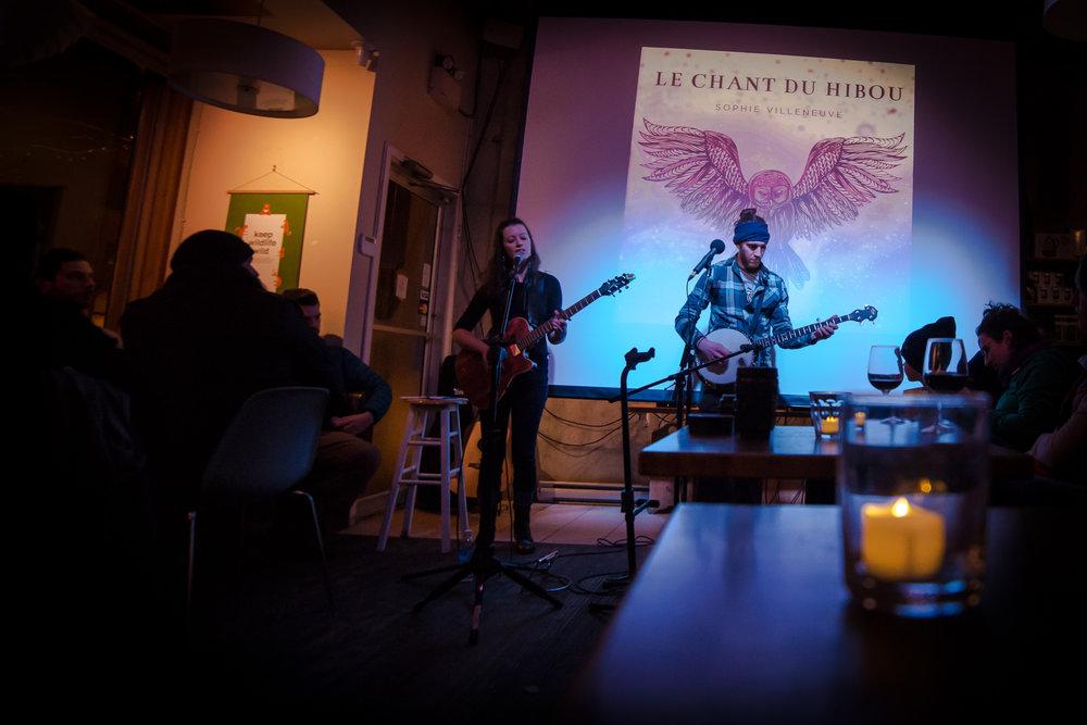 Toujours fidèle au poste, mon musicien Marc Tannahill a offert ses talents musicaux magiques pour l'évènement. Photo: Alex Jegier