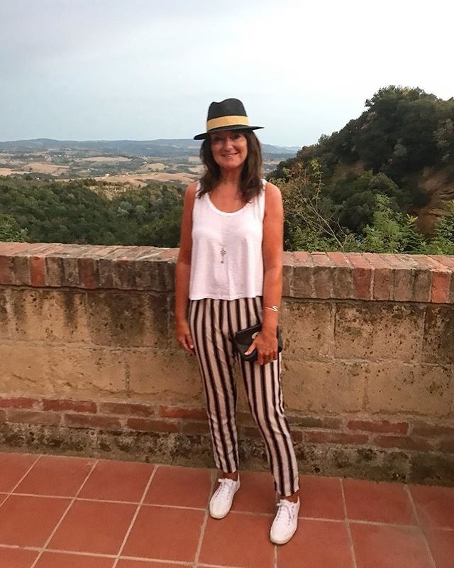 I honestly can't travel anywhere without a stack of white tanks and a cool hat. #stylecollective #scsister #tuscany #villalena #styleblogger #fblogger #stylediaries #styleover50 #fashionover50 #over50blogger #fashionblogger #personalstylist #ootd #personalshopper #closetorganiser #wiw #stylehasnoage #mystyle #personalstyle #style #fashion #ageisnotavariable #over40blogger #fashiondiaries #styleinspo #outfitinspo #mylook