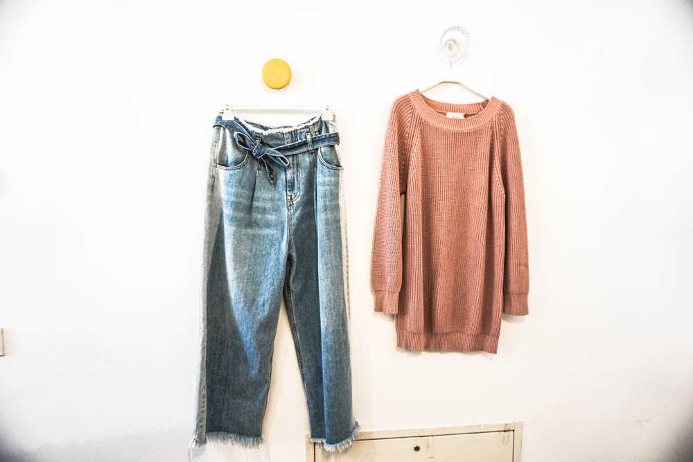 denim jeans and oversized pink sweater chi & co berlin