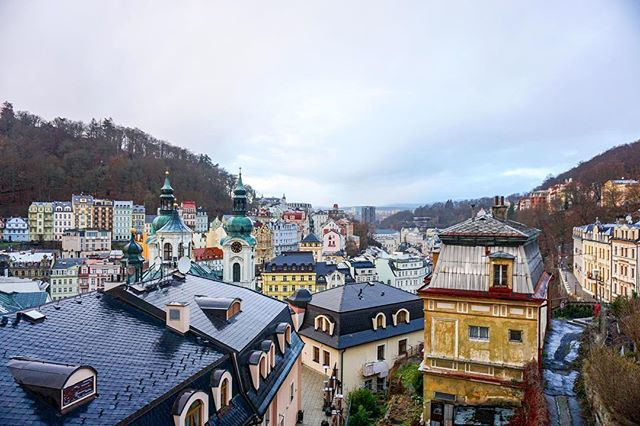 Karlovy Vary looks like a pastel version of Disney World. I loved the architecture, tiny streets, and legends about the famous hot springs in this Bohemian city. Thanks again to @bohotravels_com for showing me a new place in Europe that I never would have known about and giving me a chance to relax and get out of Berlin for a few days 🙏🏼 🧖🏻‍♀️ Read more about it on my blog 👀 Czech Republic 🇨🇿 #czechrepublic #czechtourism #karlovyvary #carlsbad #presstrip