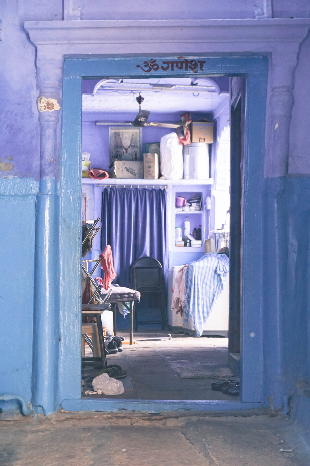 A peak into one of Jodhopur's blue homes