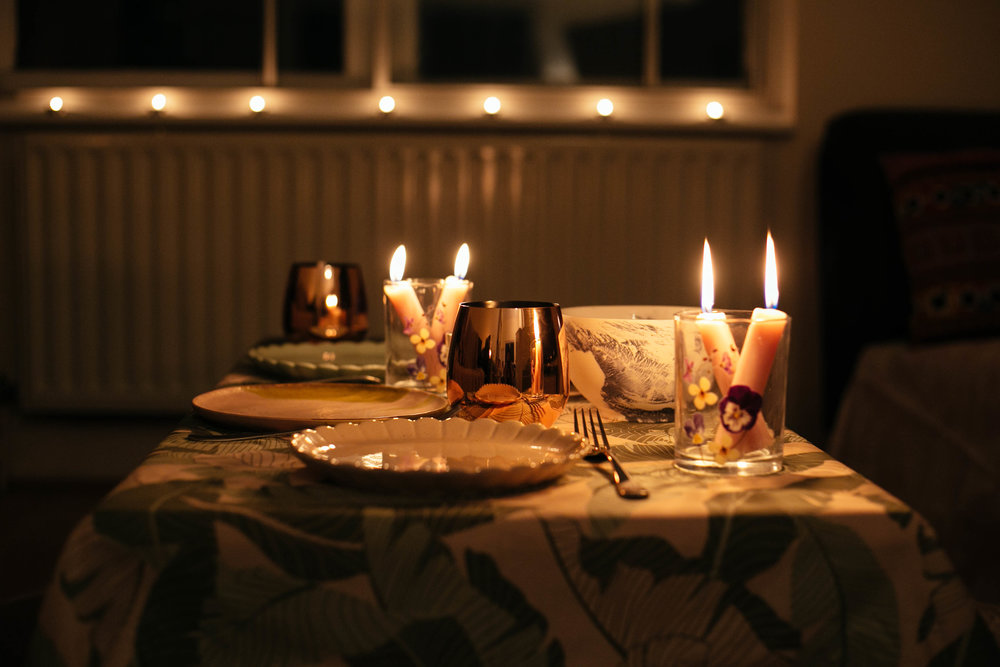 Earth-Hour-Dinner-Candlelight