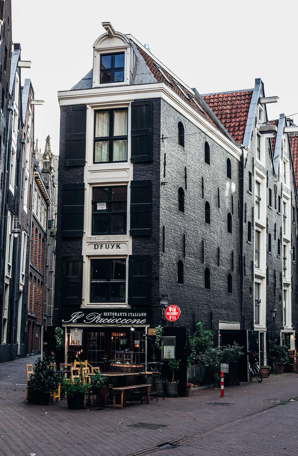 Crooked-Streets-Amsterdam-Omnom-Magazine