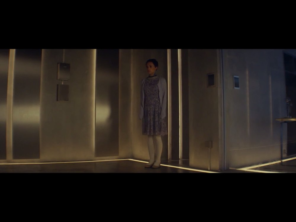 ex-machina-movie-screenshot-17.JPG