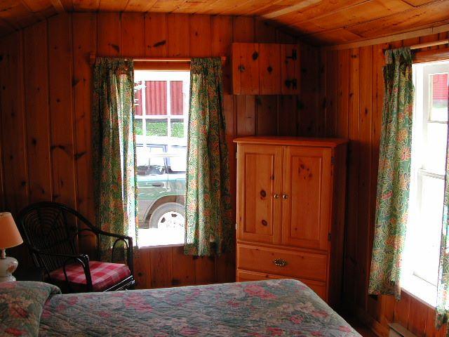 Cottage 5 Bedroom 1.jpg