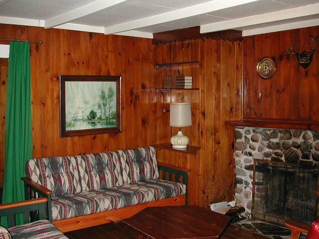 Cottage 5 living room.jpg