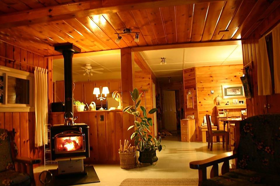 Cottage 6 Interior.jpg