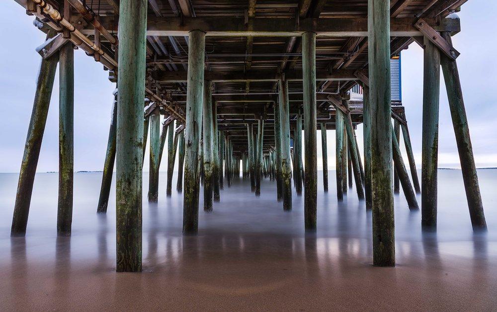 Under_the_pier.jpg