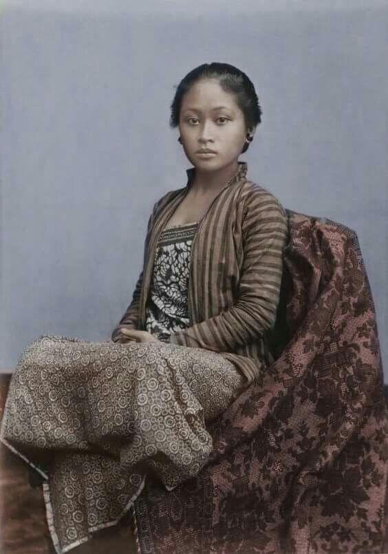 1930s Javanese Girl in a  lurik blouse