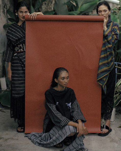 indonesian fashion designer lulu lutfi labibi creates modern design from traditonal javanese fabric of lurik - 03.png