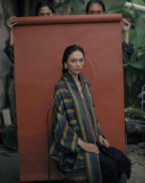 indonesian fashion designer lulu lutfi labibi creates modern design from traditonal javanese fabric of lurik - 04.png