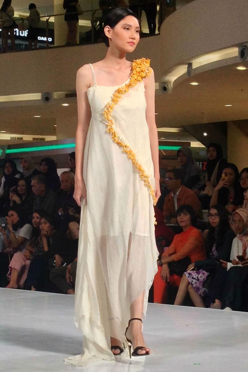 vaishali s at jakarta fashion week 2019 03-02.jpg