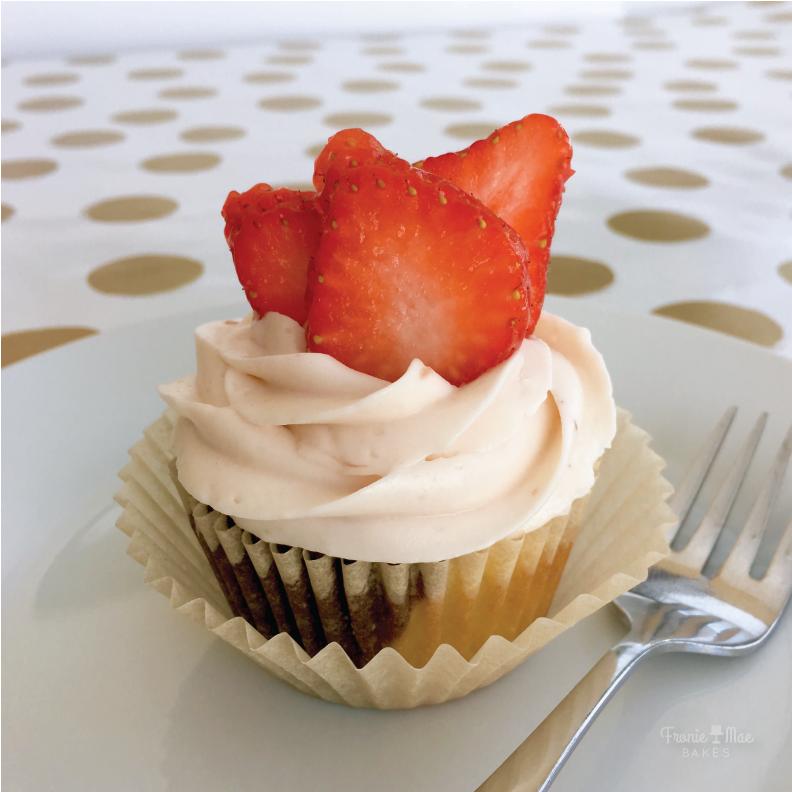 strawberryblackwhitecupcakewhole-01.png