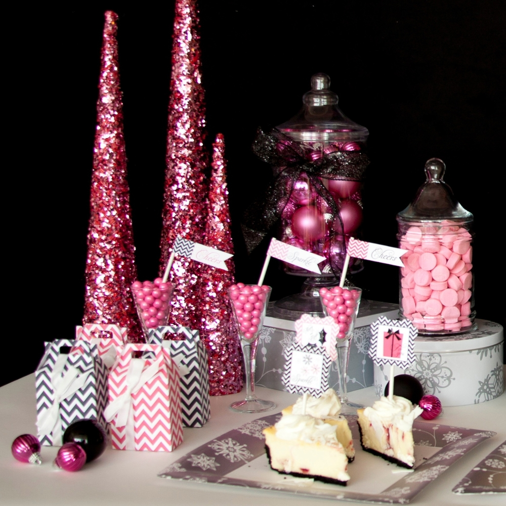 HOLIDAY SPARKLE & CHEER DESSERT TABLE