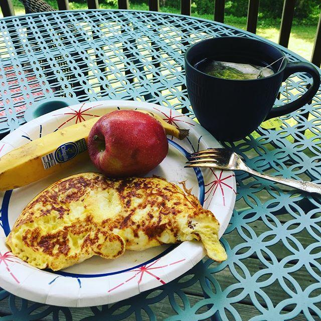 Breakfast is simple. 3eggs. Apple. Banana. Green Tea. #eatoutside #healthyfood