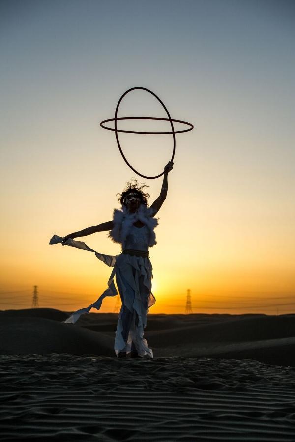 Teeba Alkhudairi, hooping in the desert.
