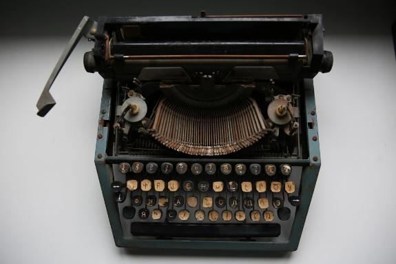 1I1A2725-MBalemianTypewriter2(web).jpg