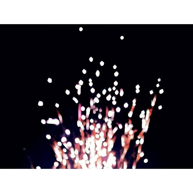 . Sparkling. #independentday #firework #sparks #nightview #holiday #setfirework #friendshangout #timelapsephoto #timelapseheart #timelapse #contract
