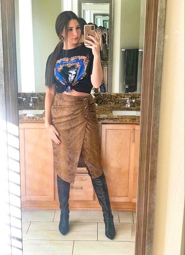 OOTD - Occasion: Lunch at Kona Grill and shopping at Cherry CreekDecember 2018Outfit Details:ELTON JOHN® T-SHIRTFAUX SUEDE SNAKESKIN PRINT SKIRT