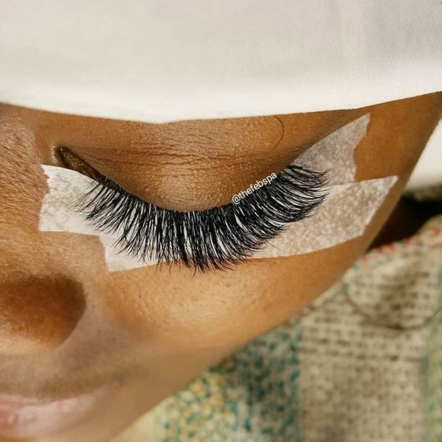 Love making my clients eye pretty. 😍  Lash Style:Natural Lash Full Set Book: www.thefebspa.com
