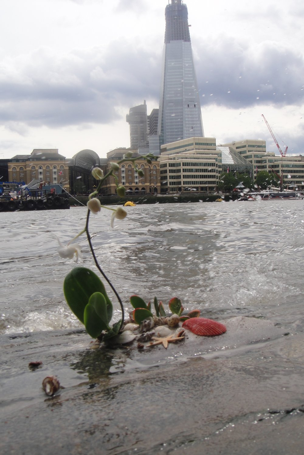 London pothole garden thames spike