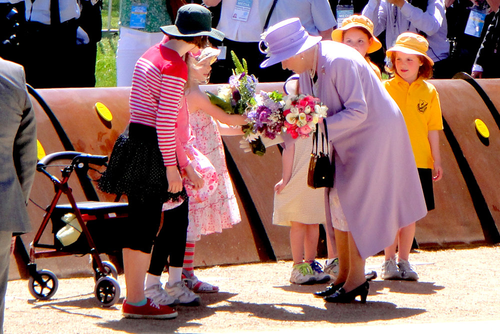 the queen at floriade canberra with school kids