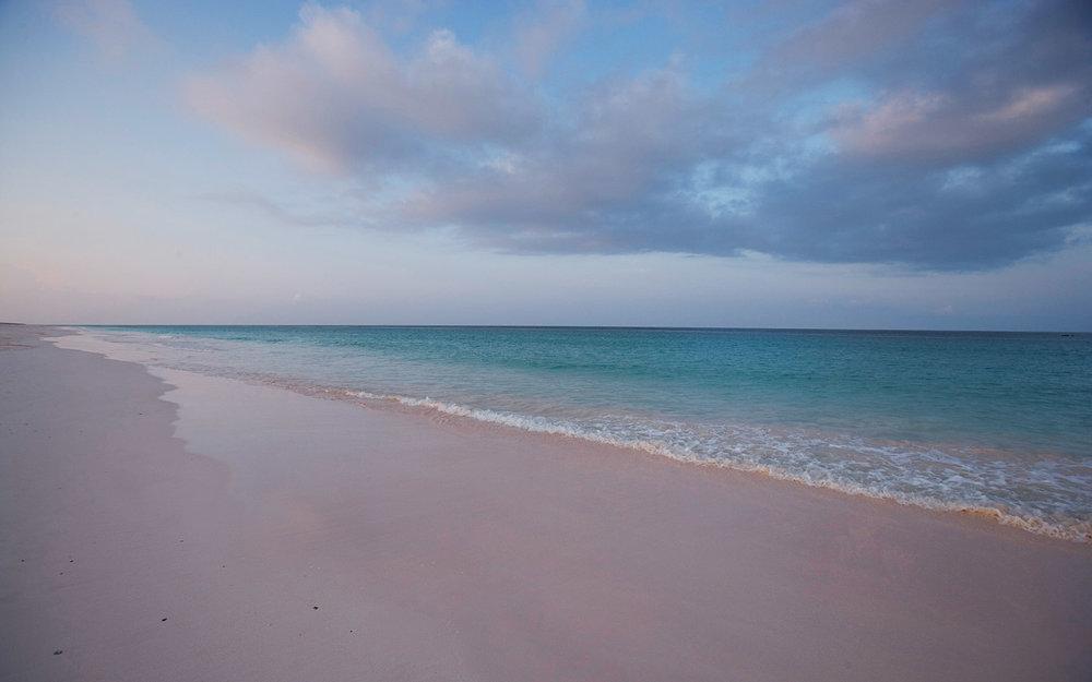 Image source: http://www.myoutislands.com/public_docs/destination/content/harbour-island538-orig.jpg
