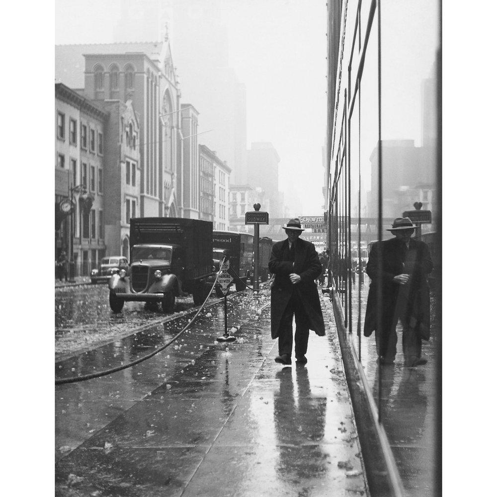 Falling Ice, New York City, 1940.jpg