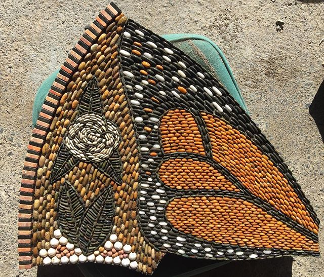 This is what gives me goosebumps!!!Left forewing now with a white rose just reversed...#powerofpebbles #pebblemosaics