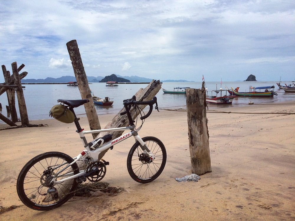 Enjoying the idyllic views along Pasir Hitam Beach in Langkawi. Look at all that sand, which I'm sure contributed to what happened to the hub of my front wheel.