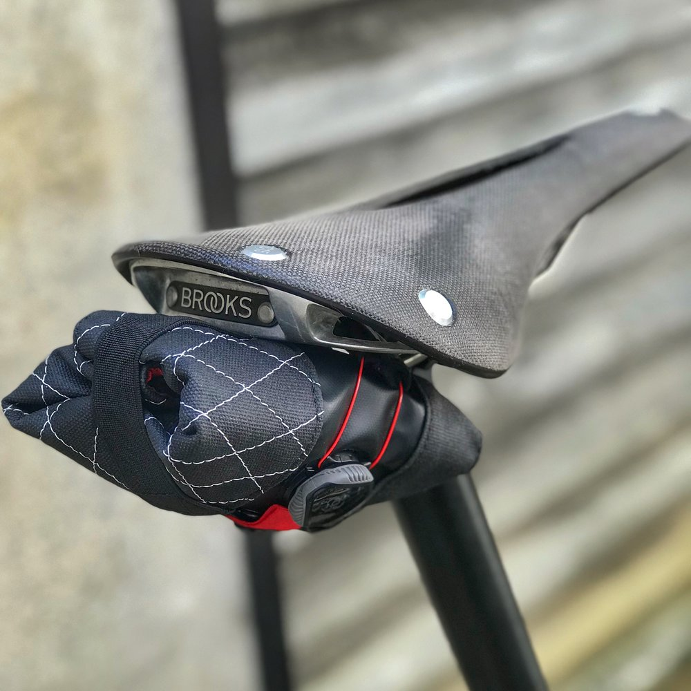Please pay no attention to my dirty Brooks Cambium C15 saddle and focus on the beautiful Premio instead. Hang on a minute, did my sit bone indentation clean the saddle surface?