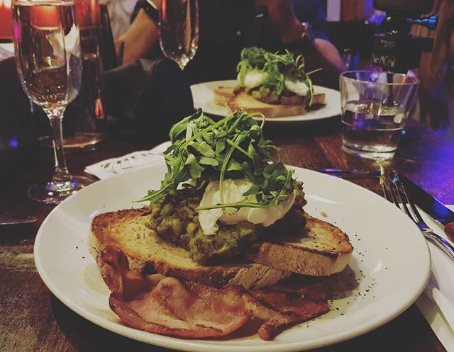 Epic brunch @thepianoworks Such delicious food 😍😍 with an epic amount of prosecco! @lovepopupslondon - we had the best time! #brunch #pianoworks #prosecco #bottomlessbrunch #bottomlessbrunchparty #vlogchannel #vlog #drinking #drinkingonasunday #healthyfood #healthybrunch #farringdon #londonbars #london