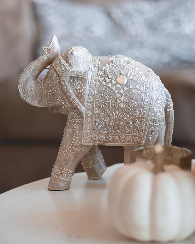 My beautiful boho elephant from India! Is it not the prettiest thing you've ever seen? I love India-inspired patterns. They're so gorgeous 😍 what do you have that's made in India?
