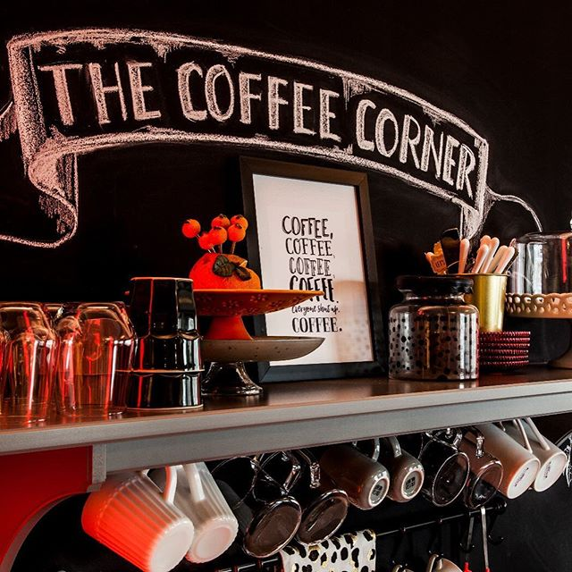 TGIF!!!🖤♥️ @tesinteriors . . . . #coffee #coffeecorner #blackandwhite #canonphotography #interiordesign #ig_interiors #styleinspo #mugs #blackboard #officedecor #workinprogress #acupofcoffee #interior123