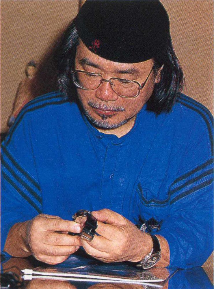 Matsumoto-san receiving watch (Photo: TimeSpec)